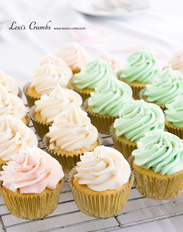 Mint green & pastel pink cupcakes www.lexiscrumbs.com