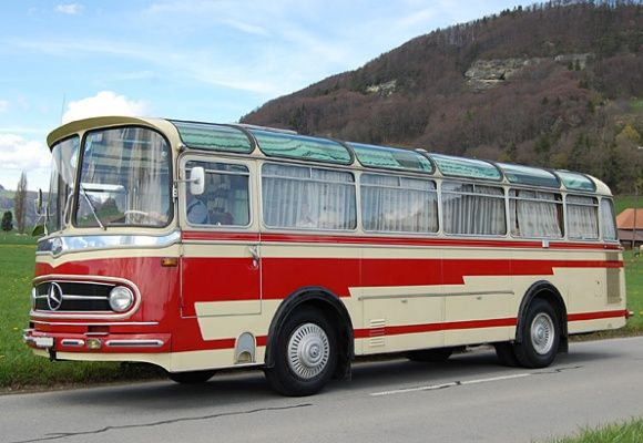 Motorhome conversion from Swiss Hockey Team Hauler: 1961 Mercedes Benz O321H