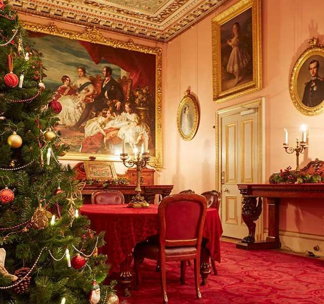 1000  Ideas About Christmas Palace On Pinterest