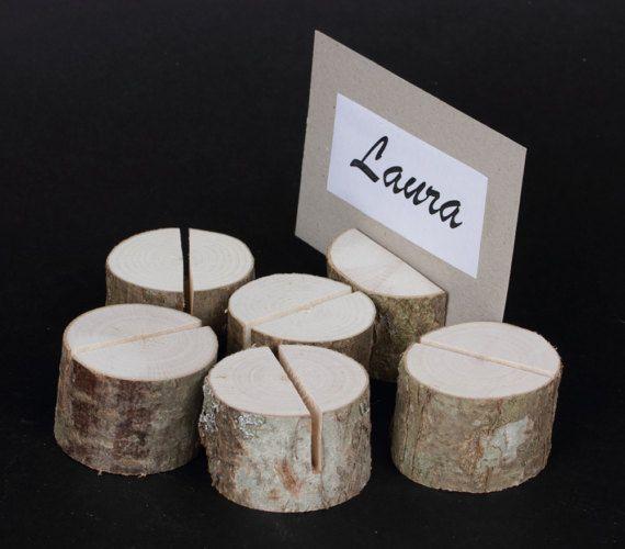 Satz von 40 Tischkartenhalter, Hergestellt aus Haselnuss Baum, Verwenden Sie es auf Hochzeiten, Geburtstag oder eine andere Partei. Perfektioniert von Visitenkarten Größe A5 Größe Karten Größe Größe- 3 cm hoch (1 1/8) Durchmesser-3-7 cm (1 1/2-2 3/4) Karten, die nicht im Lieferumfang enthalten Zurück zu Shop- https://www.etsy.com/shop/Gothicweddings?ref=hdr_shop_menu