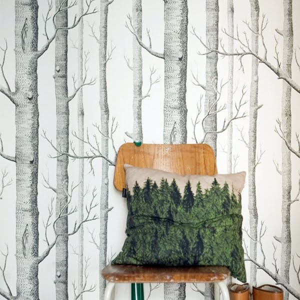 I stayed somewhere recently that had this gorgeous tree wallpaper !