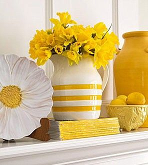 Yellow and white dishes make me think of breakfast and a sunny start to the day.