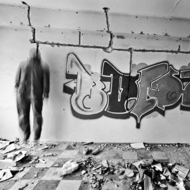 #jump #bonz #bonzo #boy #freak #pustostan #stara #mleczarnia #opuszczony #budynek #skok #hop #hh #efa #corps #ufo #clan #crew #euforia #bezkońca #art #streetart #graffiti #graff #bw #kolobrzeg #kołobrzeg #kg #hh #fun