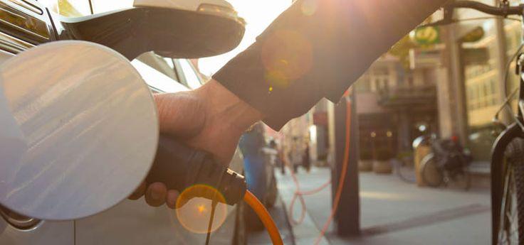 Slim: Britse startup wil lantaarnpalen omtoveren in laadpalen voor elektrische autos  Als je een garage of oprit bij je huis hebt is de aanschaf van een elektrische auto best logisch. Je auto kan dan opladen terwijl jij slaapt. Meer hoe doe je dat als je auto altijdop straat geparkeerd staat?  Er zijn gemeenten die veel geld investeren in laadpalen op de openbare weg maar dat is een dure aangelegenheid. Daar heeft Char.gy een oplossing voor bedacht.De startup heeft oplaadpunten ontwikkeld…