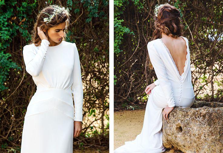 Vestiddo de novia, mininalista. Detalle en cintura y cadera. Caida de vestido, entalle. Busto, perfecto. Cuello redondo. Escote V en espalda. Detalle de botonadura.