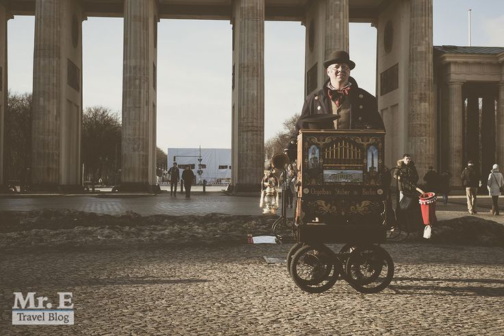 Η αλήθεια είναι πως όταν βρίσκεσαι σε μια πόλη με μεγάλη και πολύπλοκη ιστορία όπως το Βερολίνο, είναι δύσκολο να προλάβεις να 'δεις' τα πάντα μέσα σε ένα ταξίδι 5-6 ημερών. Τη λύση σε αυτό το πρόβλημα έρχεται να δώσει η ομάδα τουAlternative Berlin. Στα μέσα του Γενάρη 2016 βρεθήκαμε στο Βερολίνο για πρώτη φορά …