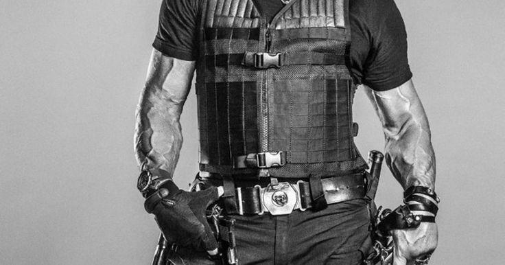 Se han publicado 16 nuevos pósters de Los Indestructibles 3, la nueva película protagonizada por algunas de las leyendas más conocidas del cine de acción de todos los tiempos. De nuevo, Sylvester Stallone liderará a un grupo de hombres entrenados en el arte de la guerra para enfrentarse a uno de los fundadores del equipo. En las salas de Estados Unidos se proyectará a partir del 15 de agosto.  ¿Preparado para ver esta película?