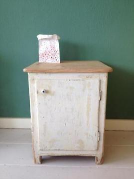 Nachtkastje brocante hout wit klein stoer vintage kastje