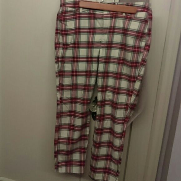 Old navy pant Perfect condition. looks great on! Comfortable! ?? Old Navy Pants Ankle & Cropped