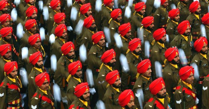 O desfile do Dia da República, em Nova Déli, na Índia, reuniu soldados, crianças e autoridades, mas chamou a atenção foi pela enorme variedade de chapéus apresentados. Turbante vermelho foi um dos modelos mais usados.  Fotografia: AP.  http://noticias.uol.com.br/tabloide/album/2015/01/24/parada-do-dia-da-republica-na-india-vira-desfile-de-chapeus.htm#fotoNav=6