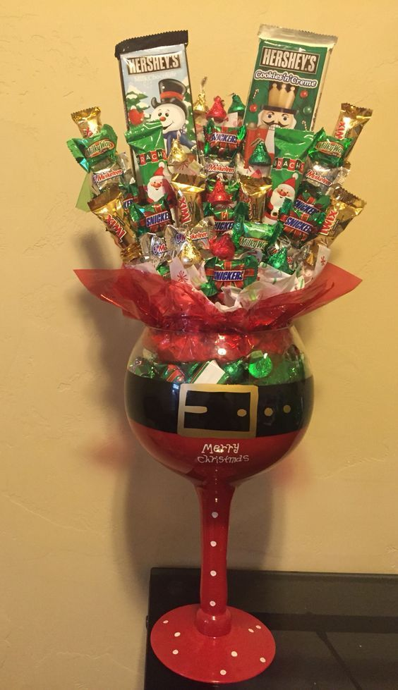 Santa Candy Bouquet Click Pic For 18 DIY Christmas Table Centerpiece Ideas