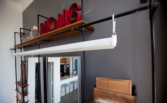 Pipe shelving inspiration: Diy Rooms, Projectors Screens, Pipes Shelves, Bookshelves Shelves, Interiors Design, Houses Inspiration, Diy Shelves, Industrial Loft, Design Studios