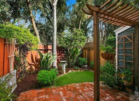 20 Tiny Backyards We Love   Small backyard landscaping ...
