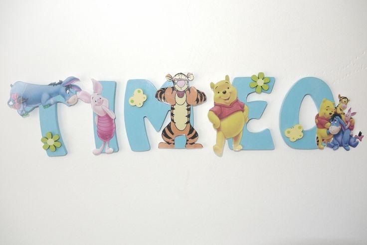 lettres de 8 cm en bois ( existe en 20 cm ) peintes en bleu claires avec gros Winnie et ses copains tout en respectant la lettre pour ne pas la cacher, avec des petites fleurs et papillon dans les couleurs du thème !