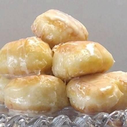 Homemade Krispy Kremes — Yes, this is the actual recipe! You'll want to share this one or tag yourself to save it! Ingredients 3 tablespoons milk 3 tablespoons boiling water 1 teaspoon dry active y...