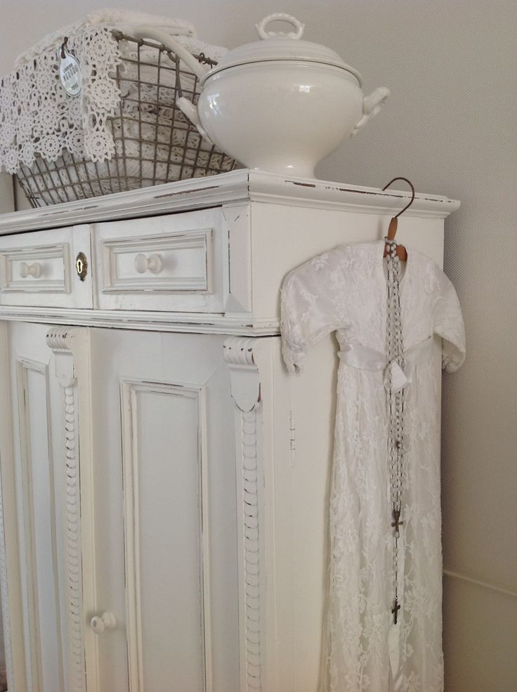 ♡love that basket and the toureen on top of the beautiful cupboard