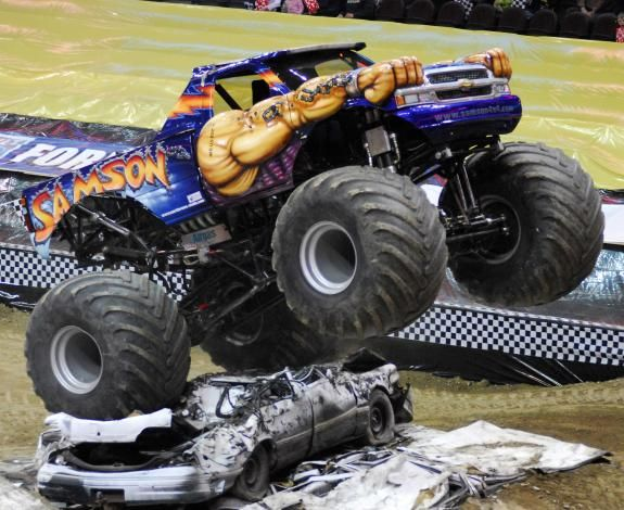 Monster Trucks | Ticket King Minnesota: Metrodome Monster Jam Trucks Tickets
