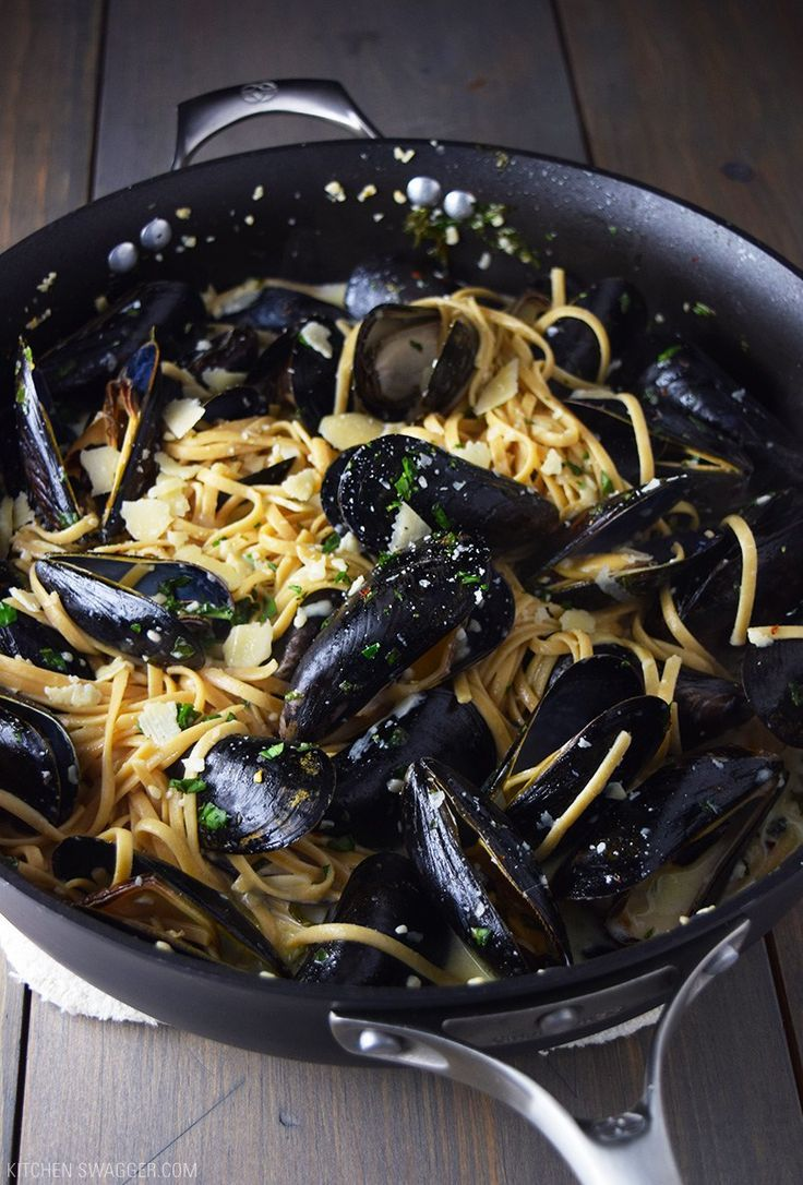Mussels over Linguine with Garlic Butter Sauce Recipe
