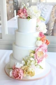 Gorgeous Wedding Cake With Flowers