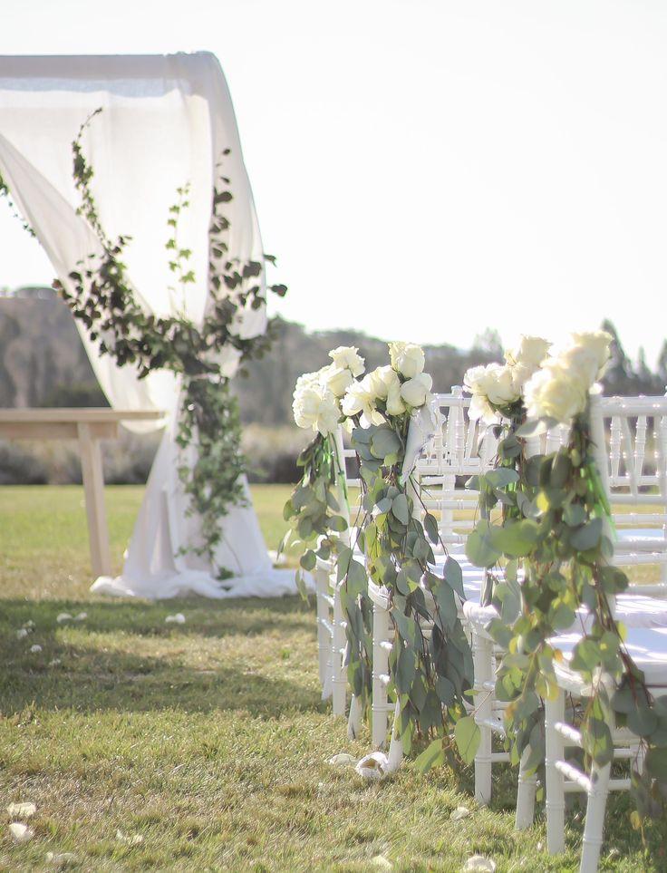 Decoración Altar Viñamar #decoración #ceremonia #aisle #wedding #decoration #roses #peonies #eucaliptus #altar #azahar