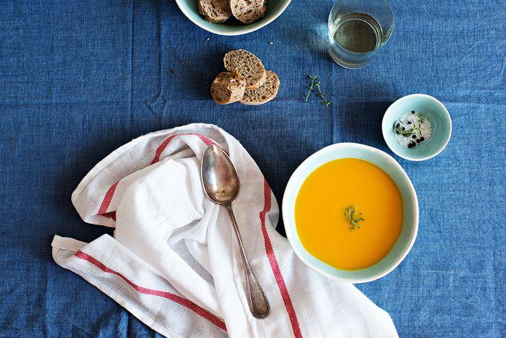 Crema de calabaza. ¡Qué no te den calabazas, que te den crema de calabaza con cremoso queso fresco!  Ingredientes: calabaza, puerro, zanahoria, caldo de verduras casero Miplato (agua, cebolla, puerro, patata, tomate, pimiento verde, sal y ajo), aceite de oliva virgen extra, queso crema, sal, ajo y pimienta negra.  Alérgenos: contiene leche.
