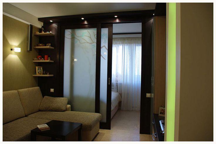 За дверьми - спальное место, шкаф-купе, комод для вещей со встроенной гладилкой.
