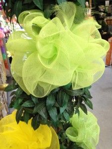 How to make a mesh bow for event decor