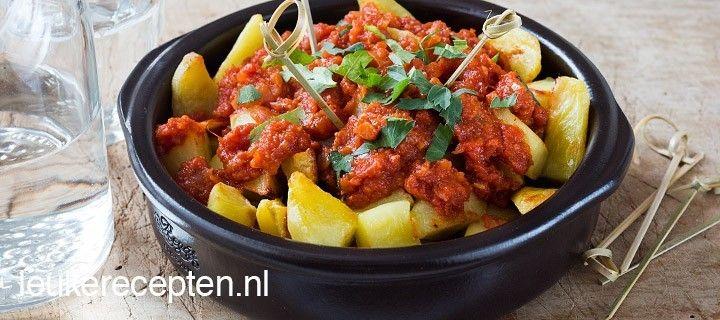 dit tapashapje van aardappeltjes met tomatensaus mag niet ontbreken tijdens een gezellig tapasavondje