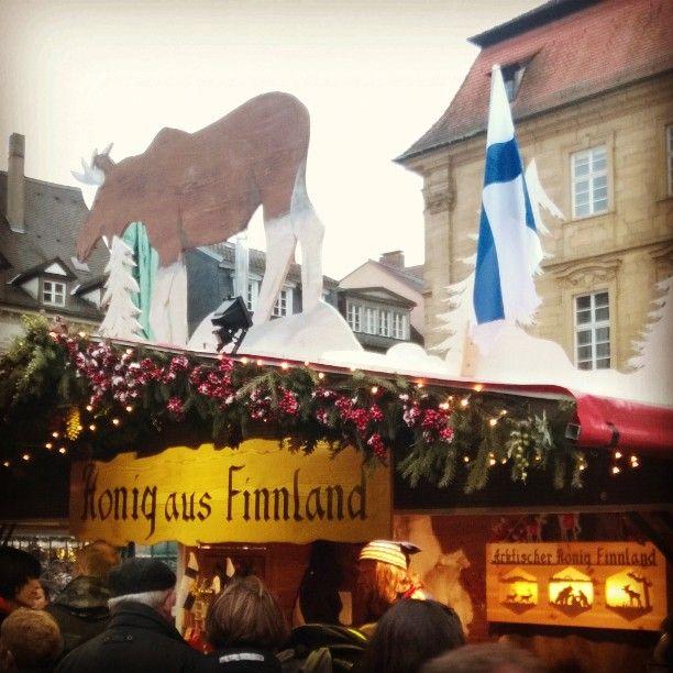 Nichts ahnend in Bamberg! Ein ganzer Stand mit arktischem Honig  aus Lappi! Und was es da für Sachen gibt Moltebeere- und Blaubeerhonig... Und einen Salmikki-Honig-Aufstrich!    Noch Fragen? Nom! #weihnachtsmarkt #Honig #lappland #Finnland #lappi #hunaja