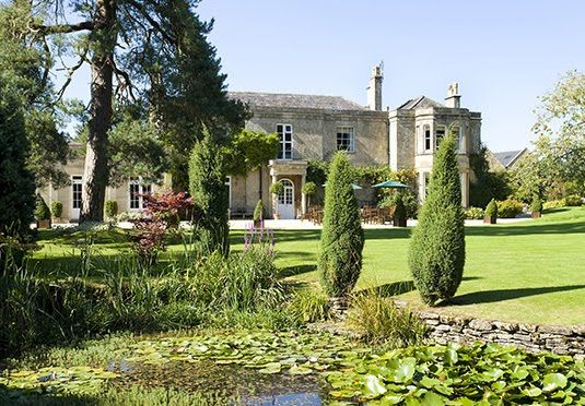 A stay in a romantic 17th century Cotswolds retreat with breakfast, one dinner, plus champagne and canapés on arrival