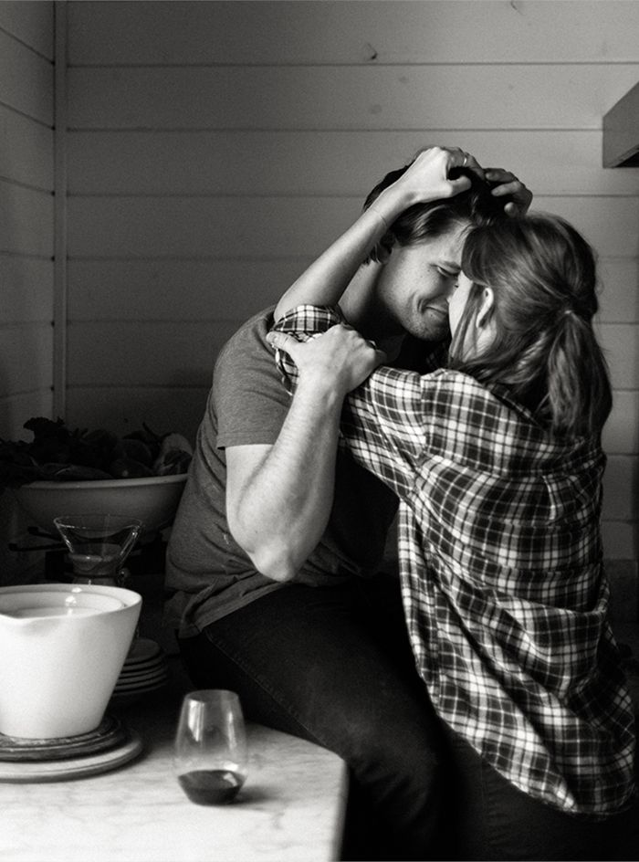 Intimate Kitchen Engagement Session | #engagement #love #couple #cooking