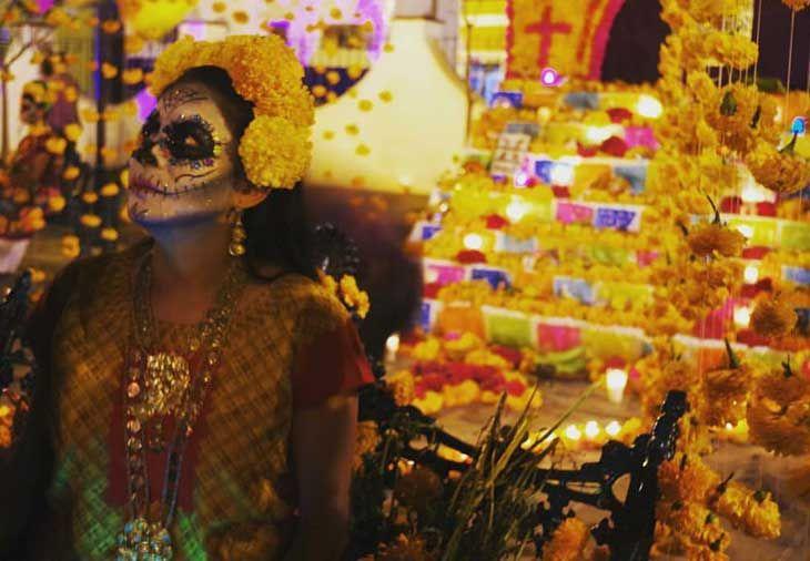 A pesar de la pandemia, el Día de Muertos se celebrará en muchas partes de México y aunque este año los festejos no serán masivos, te danis opciones.  The post 10 Celebraciones de Día de Muertos en México que no te puedes perder appeared first on Bleu & Blanc: Descubre el placer de vivir un lifestyle de lujo. Life And Death, Festivals, Celebration, Parts Of The Mass, Guanajuato, Celebrations