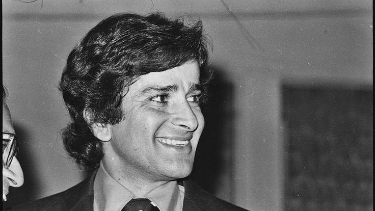 Shashi Kapoor death: Rishi Kapoor cancels shoot, rushes to Mumbai - Hindustan Times #FansnStars