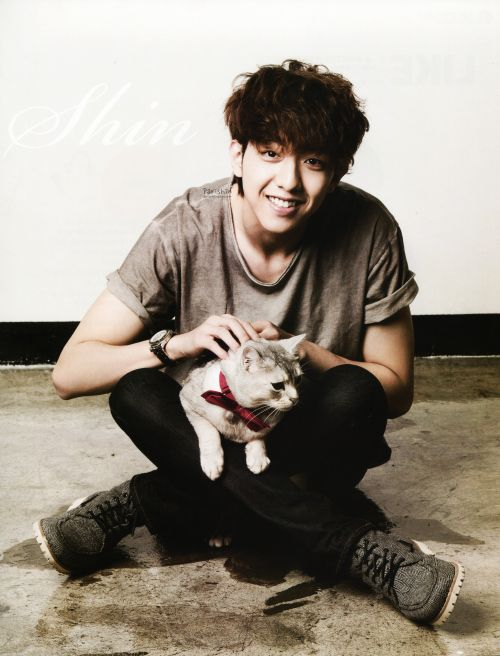 Lee Jung Shin (CNBLUE - bassist guitar, rapper): September 15 (1991)