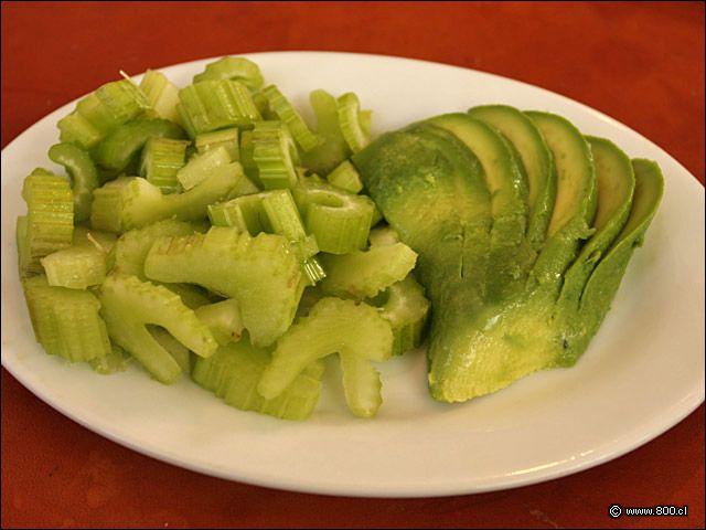 Ensalada Apio Palta. No dirán que la cocina chilena es compleja, es básica, pero sabrosa.