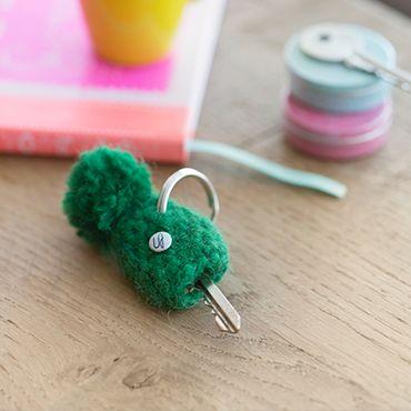 Un clé habillée d'un petit bonnet