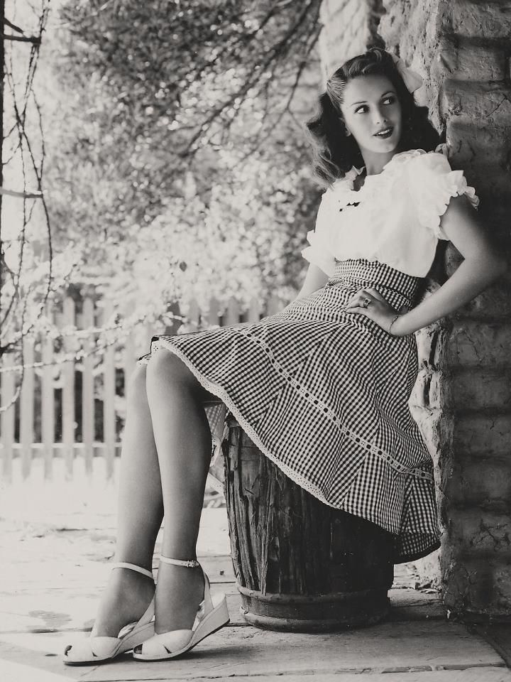 typical casual wear for a day of picnicking in the countryi love vintage
