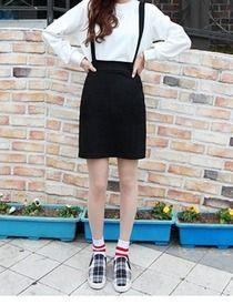 Today's Hot Pick :ゴムウエストサロペットスカート http://fashionstylep.com/SFSELFAA0012666/hkm0977jp/out フェミカジ系サロペットスカート!! シンプルな無地ブラックがクラシカルな雰囲気を演出します。 ウエスト部分はゴム仕様でくびれをしっかり強調◎ カジュアルなTシャツやスウェットはもちろん フェミニンなブラウスとも好相性です☆