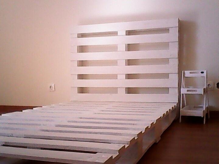 3 pallets white