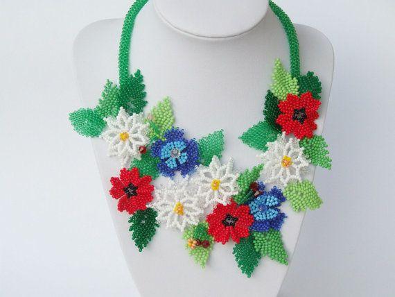 Déclaration collier ukrainien floral par UkrainianBeadJewelry