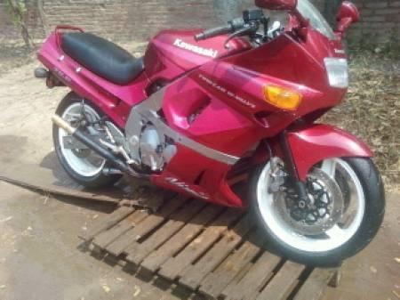 ¡Kawasaki ZX3 publicada en Vivavisos! http://bicicletas-usadas.vivavisos.com.ar/motos-usadas+pampa-del-infierno/vendo-kawa-zx6-mod--1993/46455017