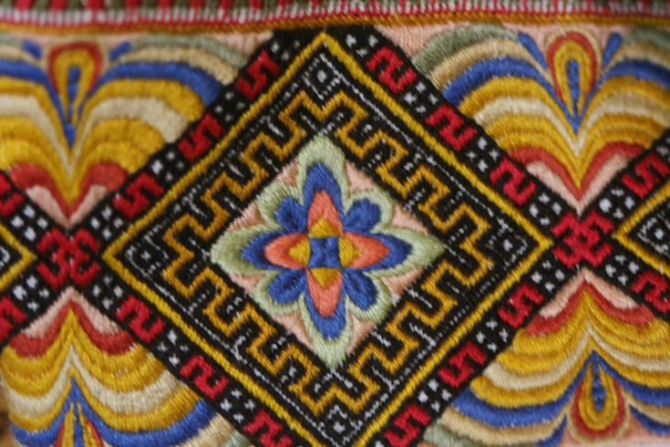 Evju-tunet 148 | Norwegian embroideries for our national cos… | Tom Holmberg | Flickr