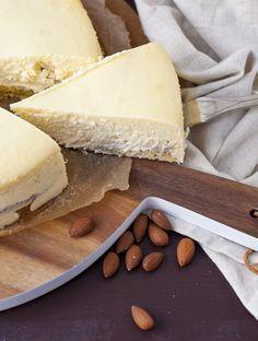 Käsekuchen mit Marzipan und fluffigem Boden Mehr