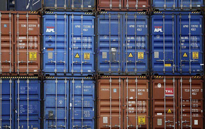 Die deutschen Exporte sind im März auf einen neuen Rekordwert gestiegen. Nach Angaben des Statistischen Bundesamtes haben deutsche Unternehmen Waren im Wert von 118,2 Milliarden Euro ausgeführt, 10,8 Prozent mehr als im März 2016. Die Kritik daran aus dem Ausland wird immer lauter. Zu Recht, meint der Ökonom Heiner Flassbeck im Interview.