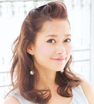 ゆるまきにゆるめのポンパドールでさわやか女子のヘアスタイル♡夏にやってみたいマネしたい髪型・カット・アレンジ♡