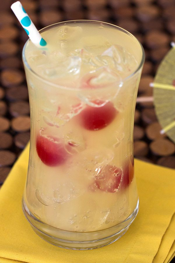 Low-calorie cocktail ideas from Hungry Girl! Nobody wants to stress about their diet at the bar. With these summer drinks, you won't have to! Each is less than 150 calories… Bottoms up!
