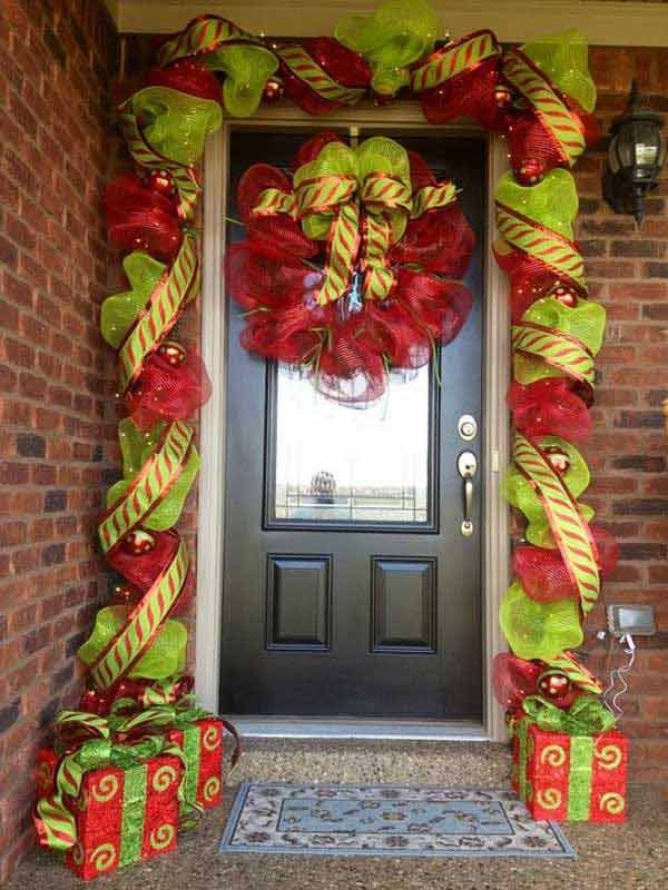 Forty Cool DIY Decorating Tips For Christmas Front Porch   Interior Design inspirations and articles