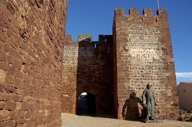 SILVES CASTLE is the largest, most important and best preserved of the Algarve. It was built in the 11th century of red sandstone and mud. http://bit.ly/J4crVT