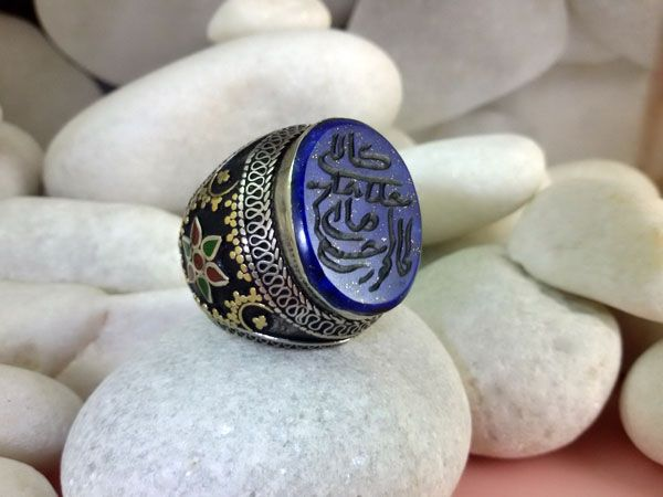 Anillo de plata y lapis lazuli.