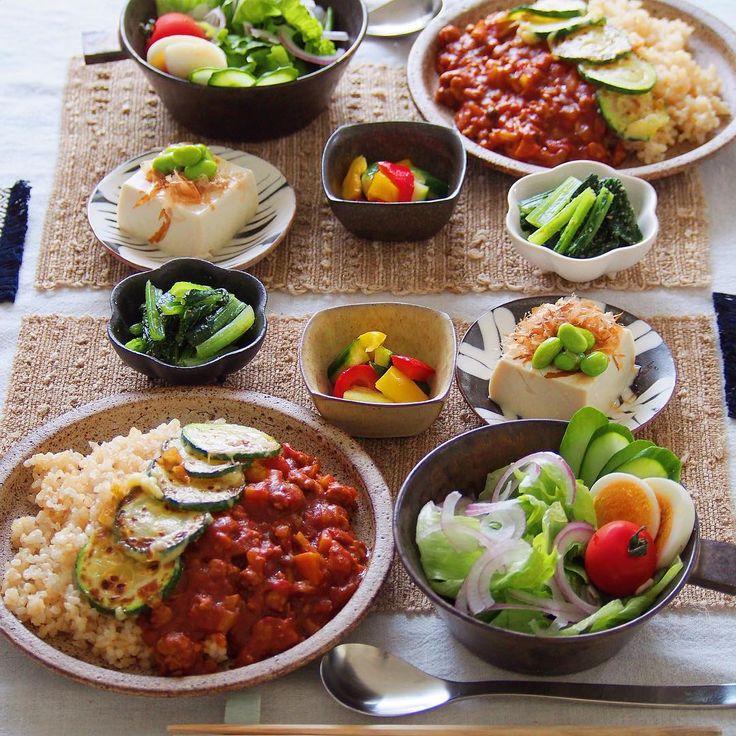 instagram - トマトカレー 、ズッキーニ&チーズ焼きのっけ、サラダ、ピクルス、冷奴、小松菜の胡麻和え